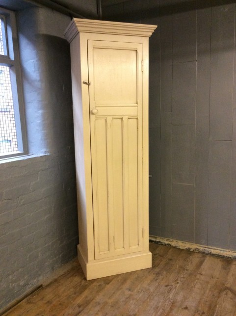 One door tall cupboard