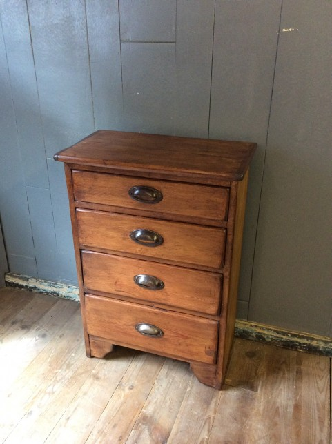 Compact chest of drawers